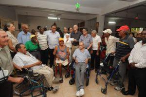 Surf Dominicano, Comité Olímpico Dominicano y Federaciones Deportivas celebraron navidad con ancianos