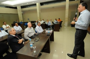 Presidente del Comité Olímpico Peruano Sr. José Quiñones Frente a altos dirigentes deportivos de República Dominicana