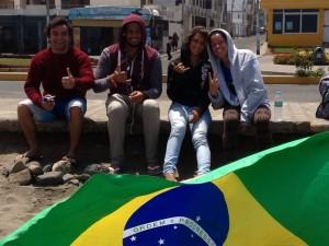 Angel y Caroline con parte del equipo de Brazil