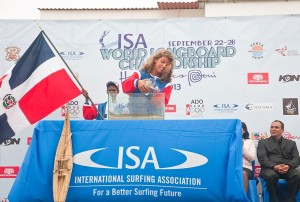 Caroline De Cat e Isaac Cross Ceremonia de Las Arenas World Longboard Championship 2013