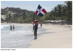 Pascual Silverio con la bandera Dominicana en el Penútilmo día en el ISA World Bodyboard Championship 2013 Isla Margarita VEN