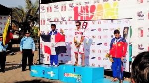 Alex de la Cruz medallista de plata en SUP RACE II Juegos Bolivarianos de Playa 2014
